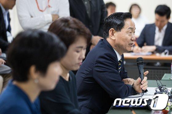 [사진]특수학교 찾아 간담회 갖는 김상곤 부총리