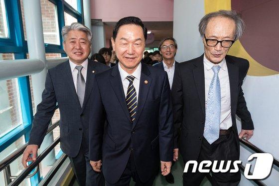 [사진]특수학교 찾은 김상곤 부총리