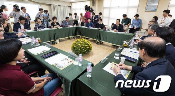 [사진]'특수학교 설립 지원' 김상곤 부총리 현장 방문