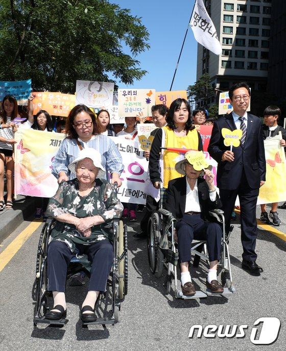 [사진]길원옥-김복동 할머니 '청와대로'