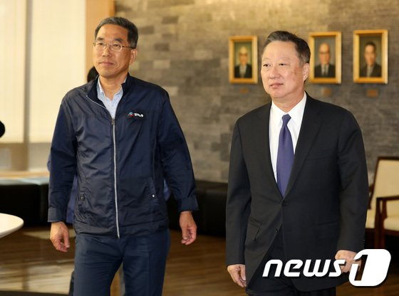 [사진]함께 걷는 박용만 상의회장-김주형 위원장