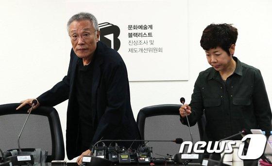 [사진]블랙리스트 증언대 선 황석영·김미화