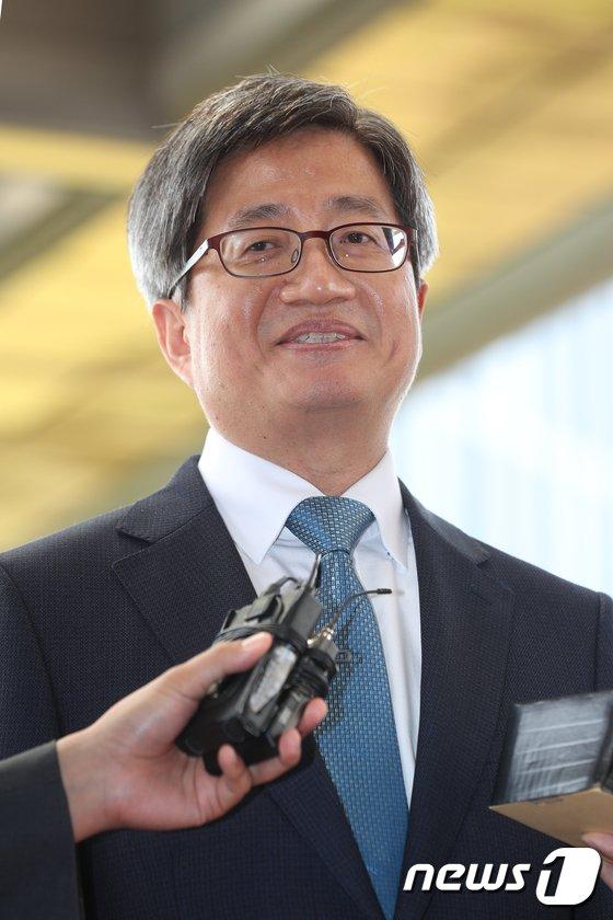 [사진]미소짓는 김명수 대법원장