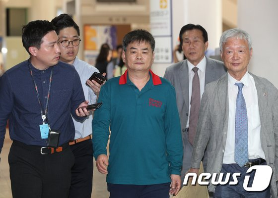 [사진]추선희 전 어버이연합 사무총장, 법원 출석