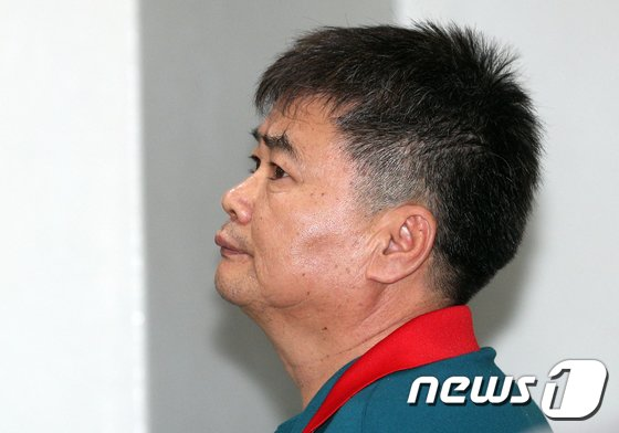 [사진]'집시법 위반' 공판 출석하는 추선희