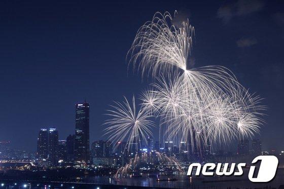[사진]'밤하늘을 밝히는 불꽃쇼'
