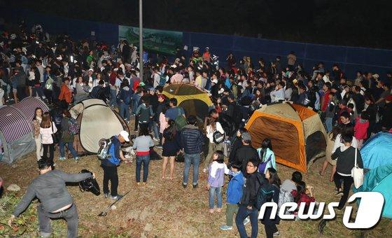 [사진]불꽃 축제는 끝나고...'가자 집으로