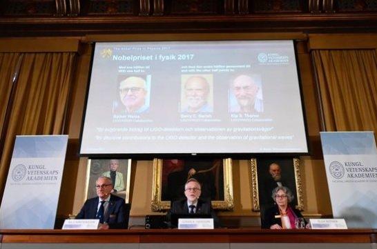 스웨덴 왕립과학원 노벨위원회가 올해 물리학상 수상자를 발표하고 있다/사진=스웨덴 왕립과학원 노벨위원회