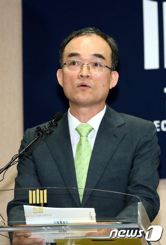 [사진]검찰개혁방안 밝히는 문무일 검찰총장