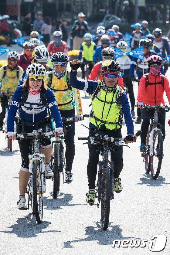 [사진]자전거타고 미세먼지 줄이고
