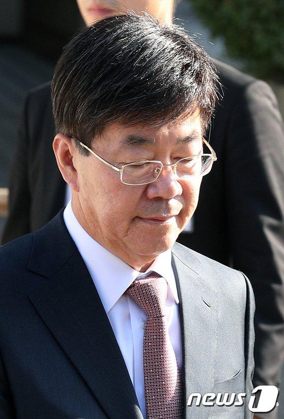 [사진]눈감은 이영렬 전 지검장