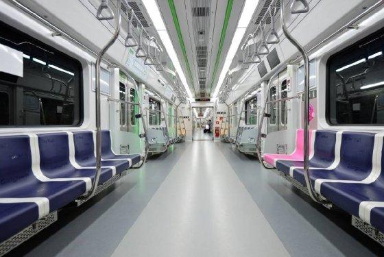 서울 지하철 1~4호선을 운영하는 서울메트로가 5월24일 안전성을 강화한 신형 전동차를 공개했다./사진=뉴스1