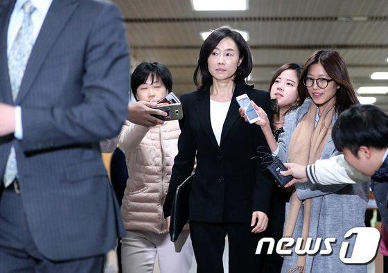 [사진]조윤선 '취재진 질문에 묵묵부답'