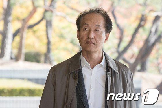 [사진]검찰 소환된 이우용 전 MBC라디오본부장