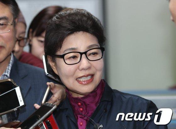[사진]법원, `1억 사기 혐의` 박근령에 무죄 선고