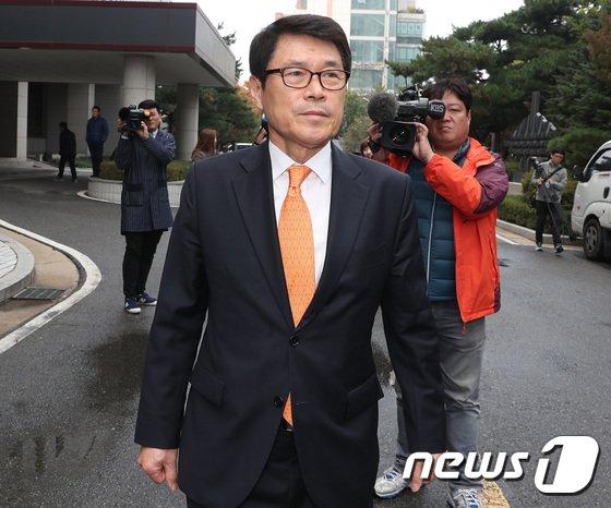 [사진]선고 공판 마친 이군현 '위기'