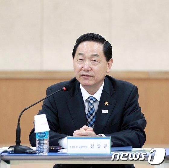 [사진]울산 두남중고 찾은 김상곤 부총리