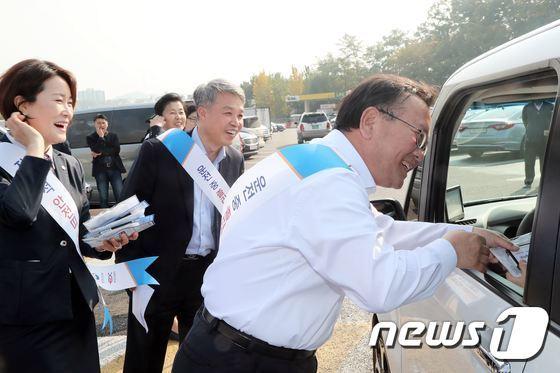 [사진]김부겸 장관, 교통안전문화 캠페인