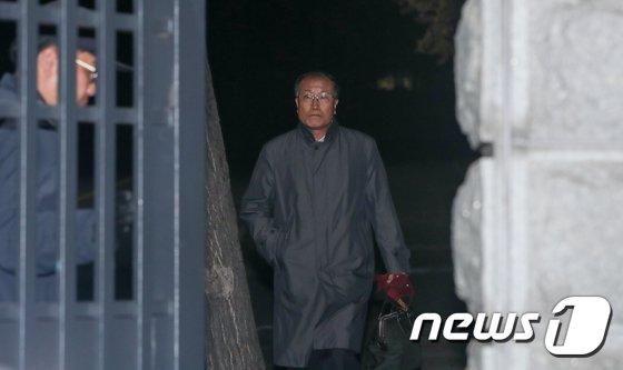 [사진]귀가하는 김재철 전 MBC사장 '영장 기각'