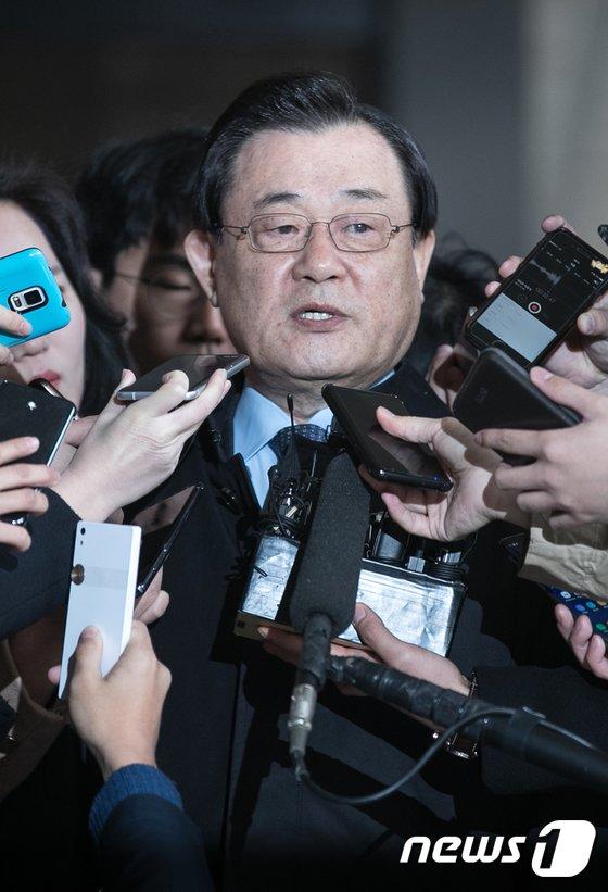 [사진]특활비 靑 상납 의혹, 이병기 전 국정원장 검찰 출석