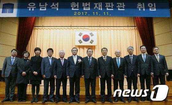 [사진]유남석 헌법재판관 취임… 헌재 9개월만에 '9인 체제' 복귀