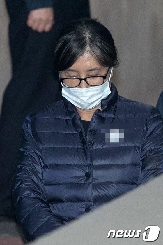 [사진]고영태 재판 증언대 서는 최순실