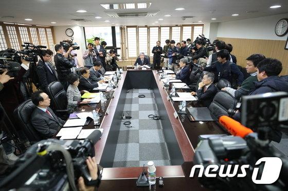[사진]방문진 이사회 '김장겸 MBC사장 해임안 논의'