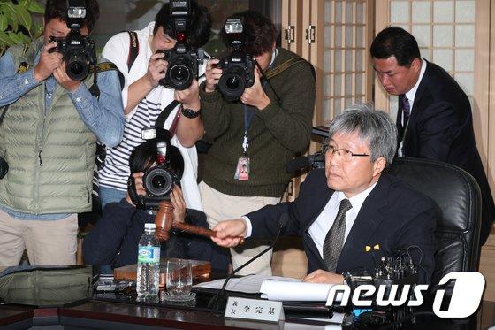 [사진]방문진 '김장겸 MBC사장 해임안 가결'