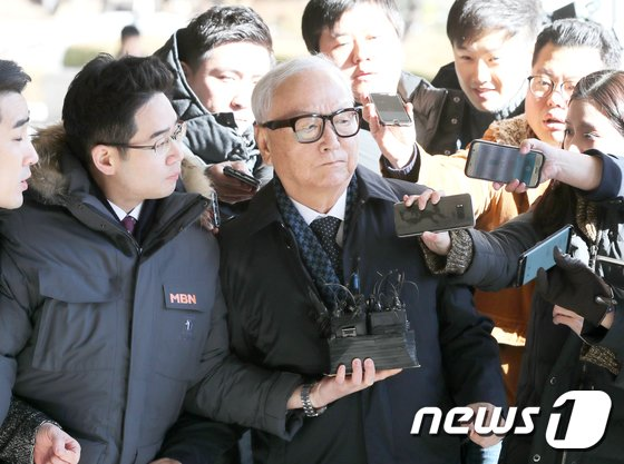 [사진]이병호 전 국정원장, 두번째 검찰 조사