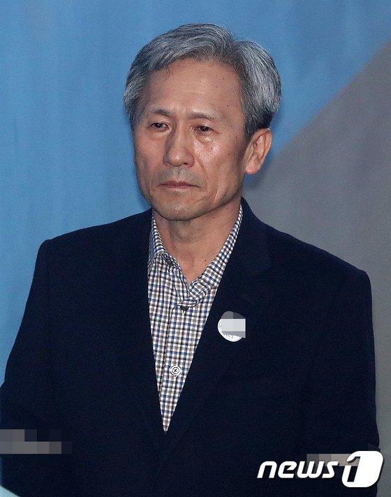 [사진]법정 향하는 김관진