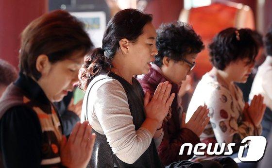 [사진]'엄마의 수능 기도'