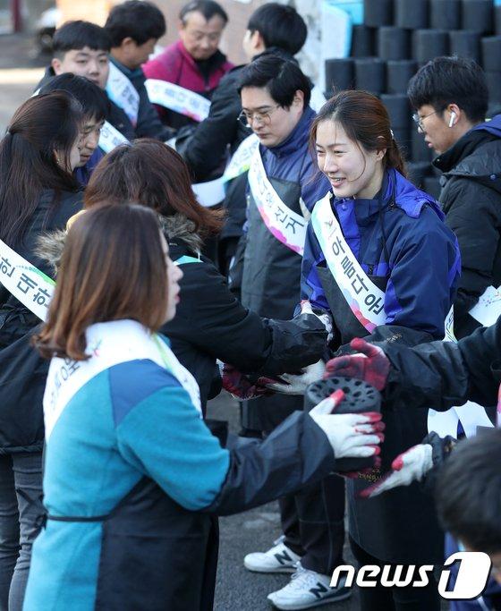 [사진]노원구 선관위, 사랑의 연탄나눔 봉사