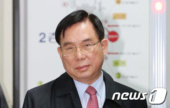 [사진]'롯데케미칼 소송사기' 선고공판 마친 허수영 전 사장