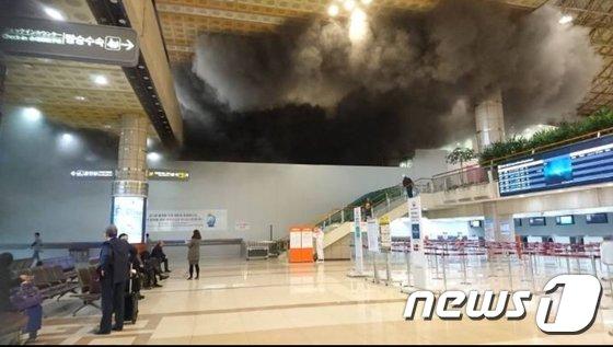 [사진]김포공항 화재 '검은연기 가득'