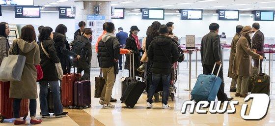 [사진]김포공항 화재 진화, 탑승수속 재개