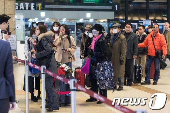 [사진]화재 진화 후 정상운항 시작한 김포공항