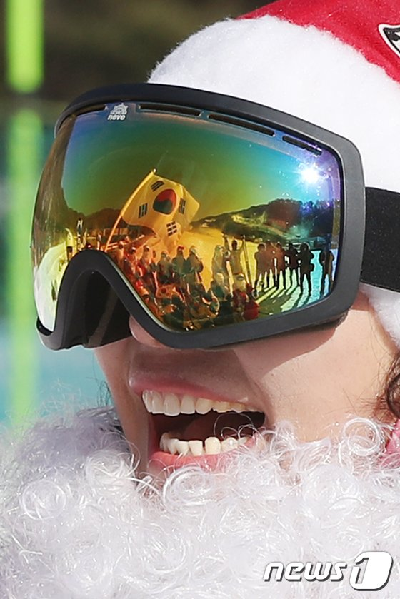 [사진]산타의 함박웃음 '평창 동계올림픽 파이팅!'