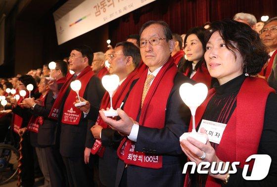 [사진]희망의 등불 밝힌 아너 소사이어티 회원들