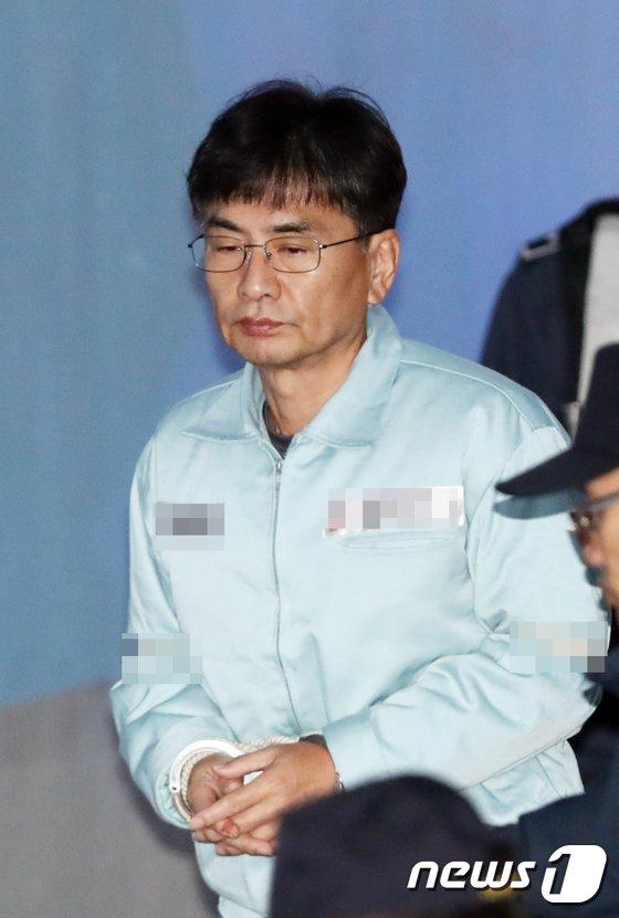 [사진]신동철 '법정으로'