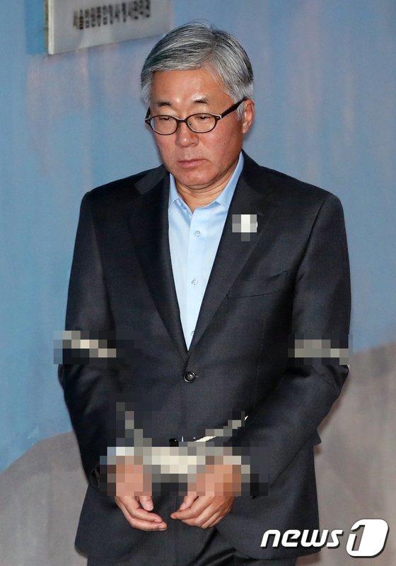 [사진]법정 향하는 김종덕 전 문체부 장관