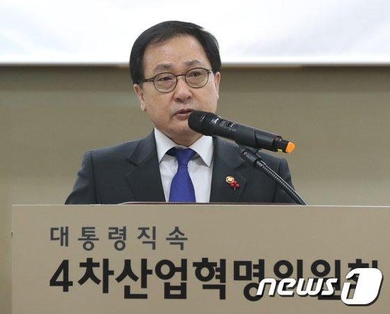 [사진]유영민 과기부 장관 '4차 산업혁명 대응계획'