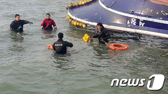 [사진]'생존자를 찾아라'...영흥도 낚싯배 사고현장