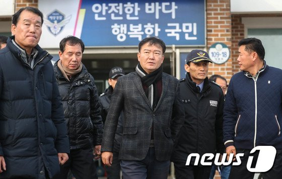 [사진]영흥도 낚싯배 전복 사고 현장 찾아간 민경욱