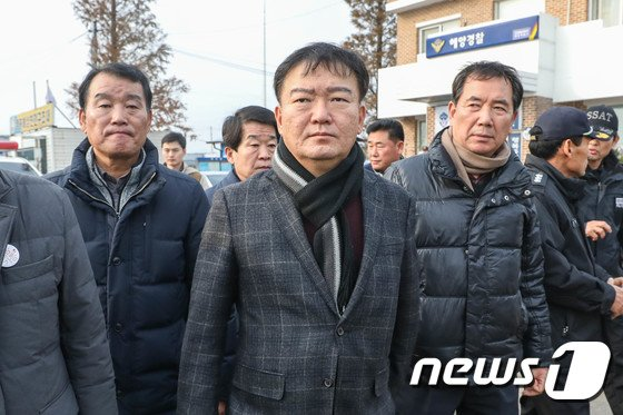 [사진]사고 해역 바라보는 민경욱