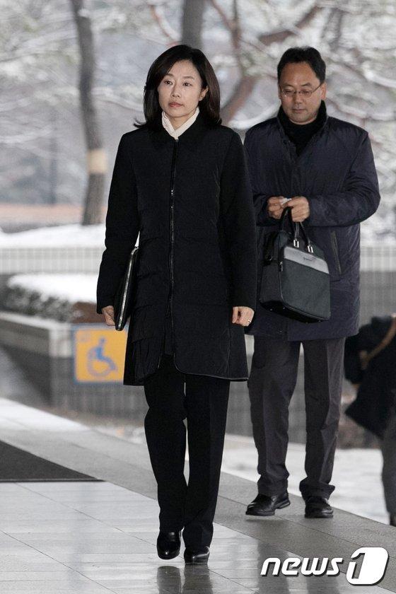 [사진]'화이트 리스트' 의혹, 검찰 출석하는 조윤선 전 정무수석