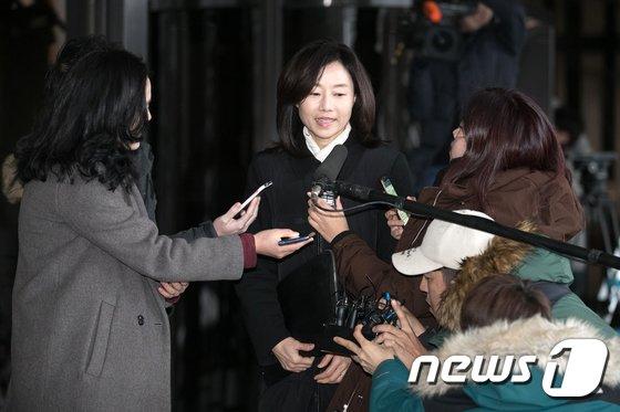 [사진]'화이트리스트, 특활비' 의혹 조윤선 검찰 출석