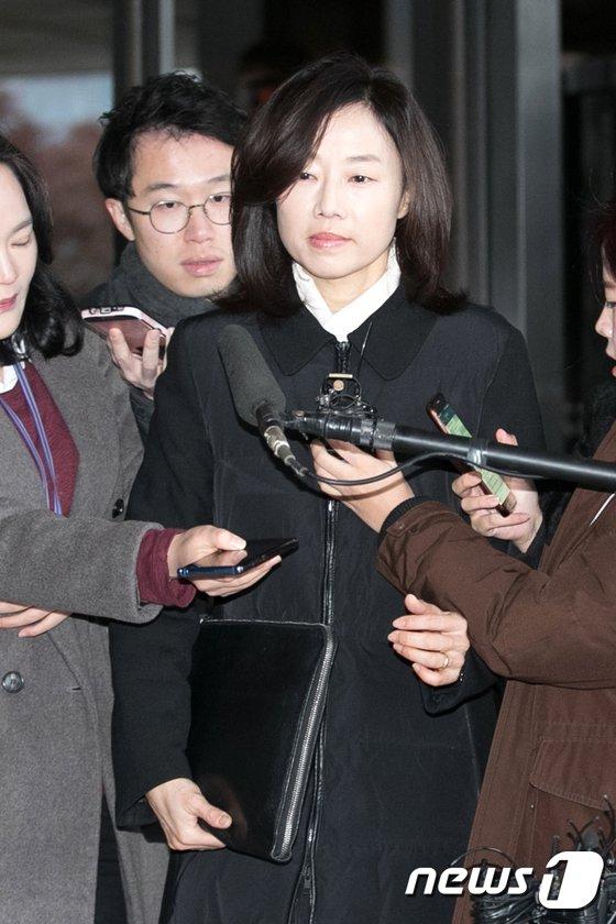 [사진]'특활비 의혹' 검찰 출석하는 조윤선