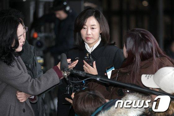 [사진]검찰 출석하는 조윤선 전 청와대 정무수석