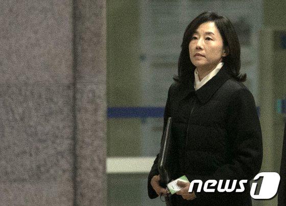 [사진]검찰 조사실 향하는 조윤선 전 수석