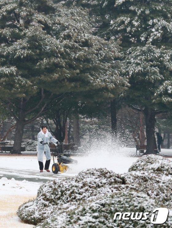 [사진]눈 내린 국회의사당